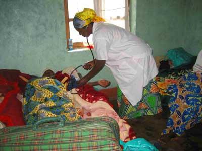 Infirmière en soins au centre de santé de Lukanga au Nord Kivu, RD Congo