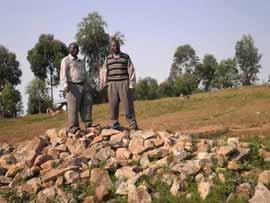 Stock de moellons pour la construction de l'école Vutegha au Nord Kivu, RD Congo