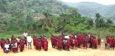 Communauté rurale de Moya au Cameroun, les enfants de l'école