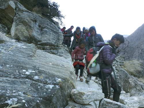 Descente difficile dans le Haut Dolpo au Népal