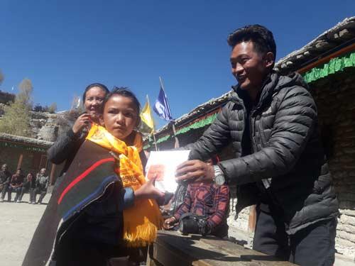 Distribution des prix au Népal dans le Haut-Dolpo, école de Ting Kyu