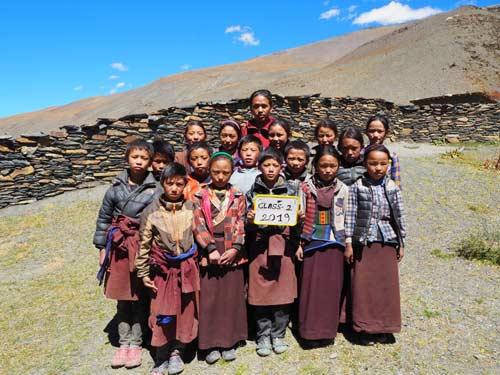 Enfants du Tibet, élèves de la classe 2 de l'école de Ting Kyu au Népal