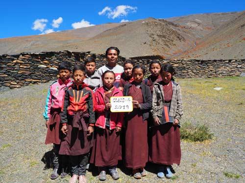 Enfants du Tibet, élèves de la classe 4 de l'école de Ting Kyu au Népal