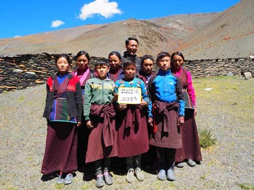 Enfants du Tibet, élèves de la classe 6 de l'école de Ting Kyu au Népal