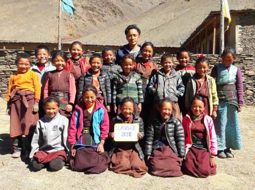 Enfants du Tibet, élèves de la classe 1 de l'école de Ting Kyu au Népal