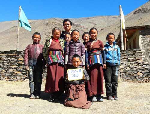 Enfants du Tibet, élèves de la classe 3 de l'école de Ting Kyu au Népal