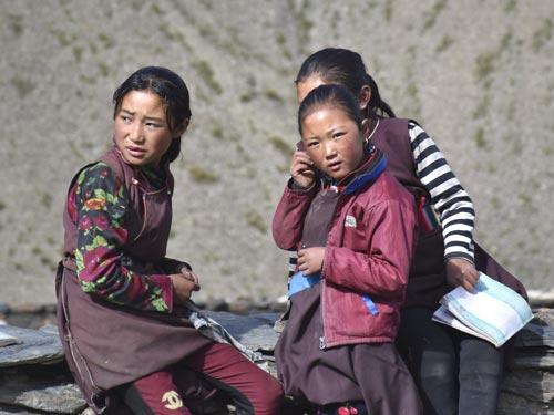 Elèves de l'école Kula Mountain School à Tinje, vallée de Panzang dans le Haut-Dolpo au Népal