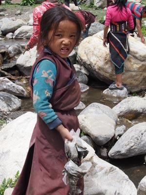 Enfant tibétain de Tinje dans le Haut Dolpo au Népal