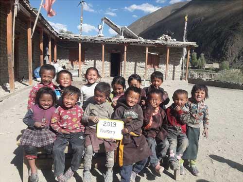 Elèves de la Nursery de l'école de Shimengaon dans le Haut-Dolpo au Népal