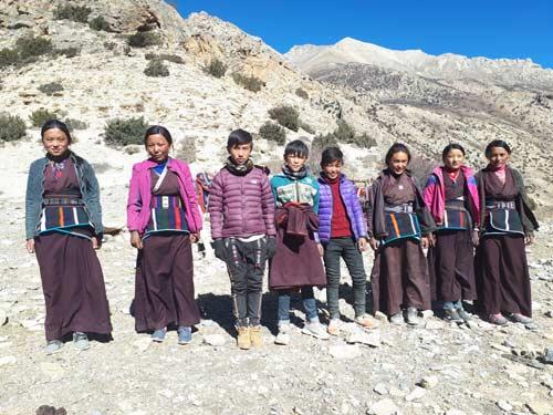 Les huit nouveaux collégiens du Haut Dolpo au Népal