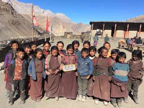 Les 18 enfants de la classe LKG, maternelle moyenne section au Dolpo