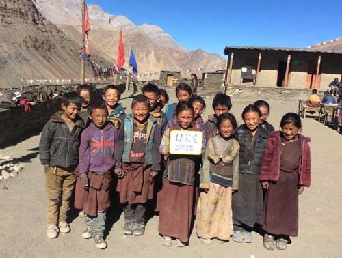 Les 18 enfants de la classe UKG, maternelle moyenne section au Dolpo