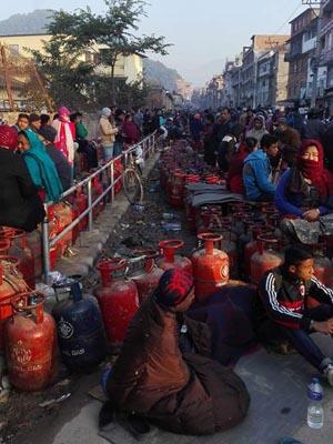 Blocus au Népal du gaz et du pétrole venant d'Inde