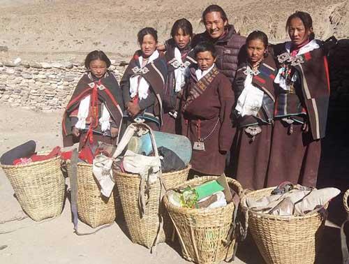 Les 6 futurs collégiens en partance pour Katmandou