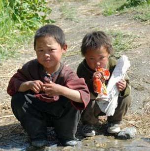 Enfants Tibétains du Haut Dolpo dans l'Himalaya au Népal