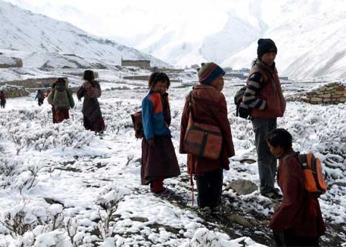 L'hiver se retire, la neige commence à fondre, les enfants du Haut Dolpo peuvent retourner à l'école.