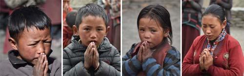 Temps de prière pour les écoliers de la Kula Mountain School dans le Haut Dolpo au Népal