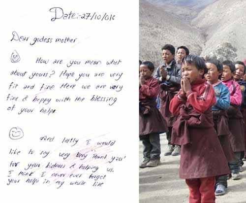 Prière d'un enfant du Haut-Dolpo au Népal à sa marraine