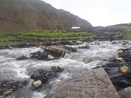 Sentier du Haut Dolpo dévasté par les pluies diluviennes de la mousson au Népal