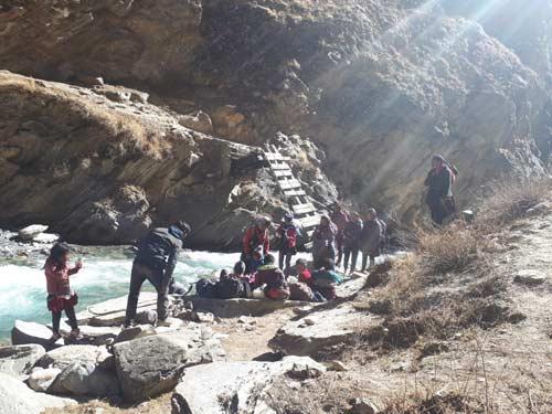 Ponts emportés par la mousson dans le Haut Dolpo au Népal