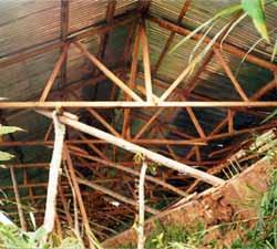 Pose de la toiture en tôle ondulée