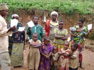 Enregistrement des actes d'état civil à Kaghembe, groupement Muhola, RD Congo