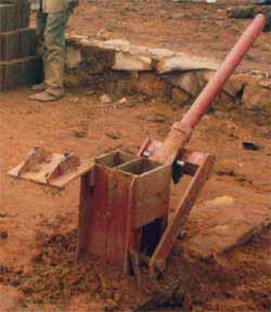Presse manuelle pour la fabrication des briques
