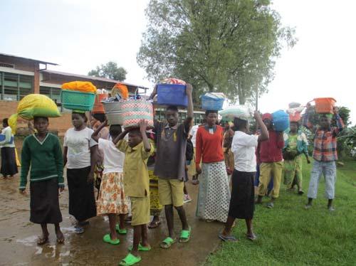 Distribution alimentaire aux enfants vulnérables par le Point d'Ecoute au Rwanda