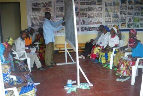 Alphabétisation des mamans des enfants des rues au Point d'Ecoute de Gisenyi