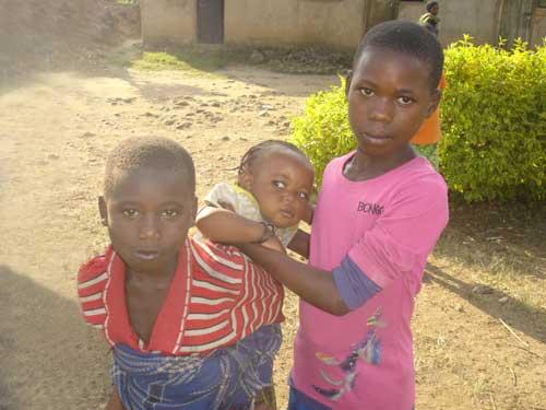 En Afrique, petits enfants des rues de Gisenyi au Rwanda