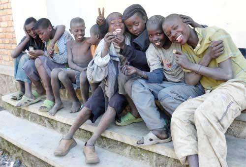Rassemblement des enfants des rues au Point d'Ecoute