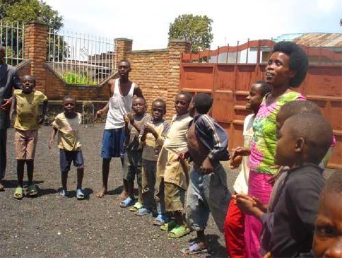 Enfants réinsérés lors d'un rassemblement des enfants des rues au Point d'Ecoute
