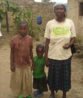 Fratrie d'enfants des rues très vulnérables au Rwanda