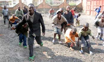 Les enfants des rues apprécient les jeux collectifs organisés pour eux