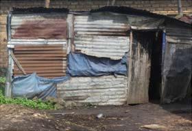 Maison en tôles où vit une famille très vulnérable de Gisenyi au Rwanda