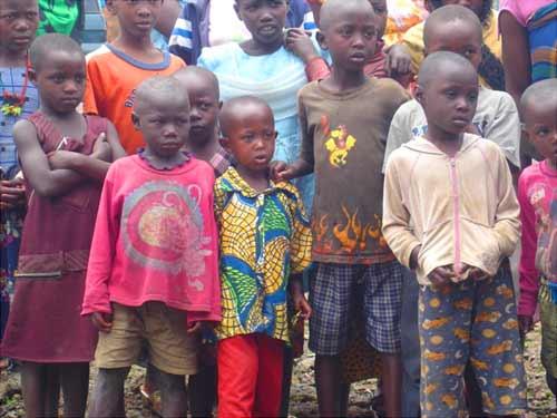 Jeunes orphelins du Rwanda