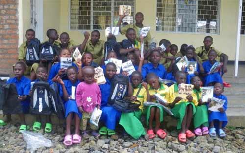 Distribution de fournitures scolaires aux enfants des rues pour la rentrée des classes 2013
