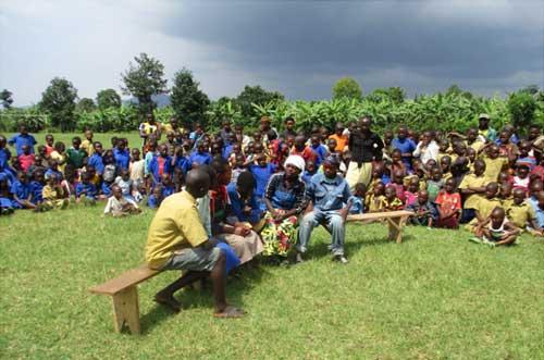 Organisation de pièces de théâtre, de jeux et d'activités ludiques pendant les vacances pour les orphelins, les enfants des rues et tous les enfants vulnérables de Gisenyi au Rwanda