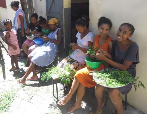 Préparation du repas à l'orphelinat Ste Marie, Madagascar