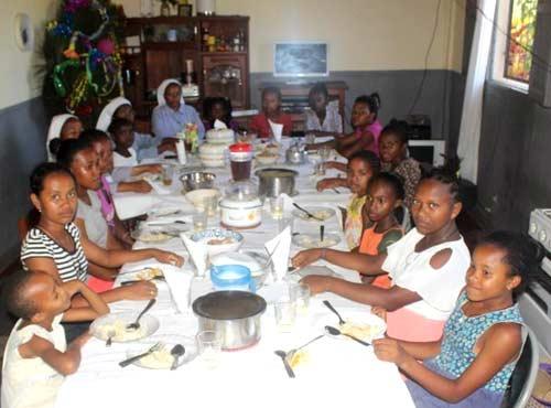 Fête de Noël pour les enfants de l'orphelinat de Sambava à Madagascar