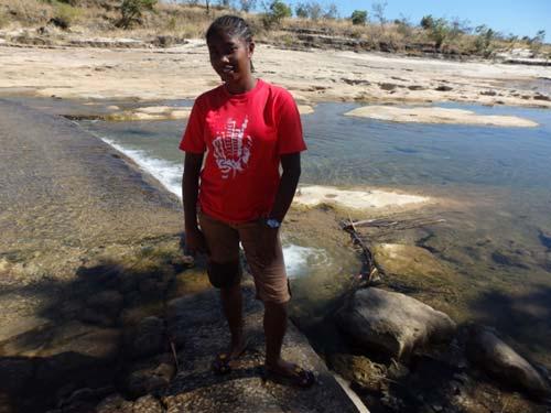 Enfant de l'Orphelinat de l'Ile Ste Marie lauréate du Baccalauréat à Madagascar