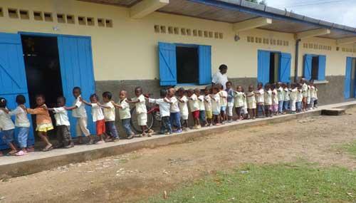 L'école maternelle de l'orphelinat des Filles de Marie sur l'Ile Ste Marie.