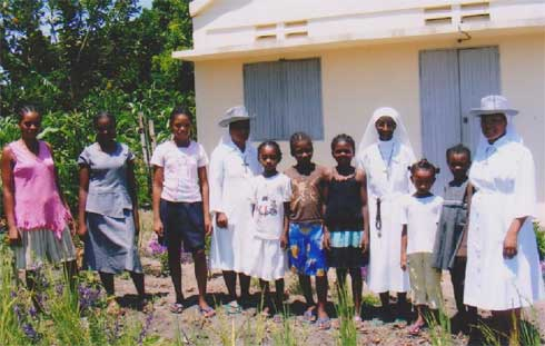 Les enfants de l'orphelinat des Filles de Marie de Sambava