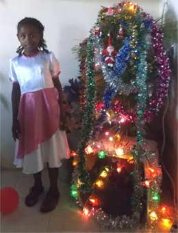 Le sapin de Noël à l'orphelinat d'Amboangibé