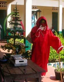 Le Père Noël à l'orphelinat d'Antalaha