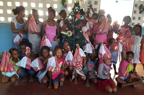 Cadeaux de Noël pour les enfants de l'orphelinat d'Antalaha à Madagascar