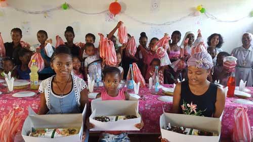 Fête de Noël pour les enfants de l'orphelinat d'Antalaha à Madagascar