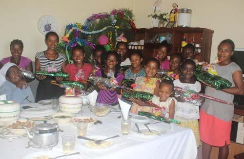 Fête du Nouvel-An pour les enfants de l'orphelinat de Sambava à Madagascar