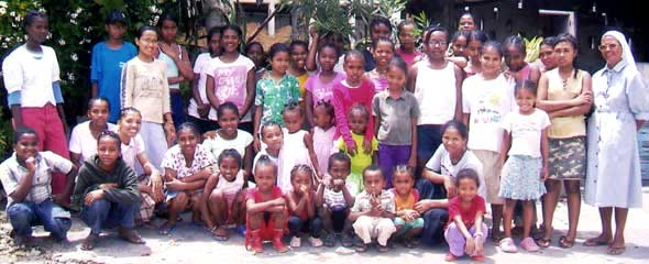 Les enfants de l'orphelinat des Filles de Marie de Majunga