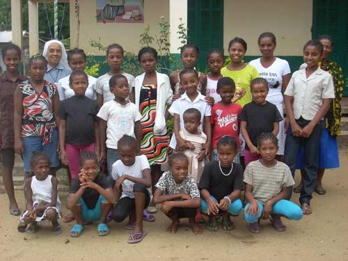 Les enfants de l'orphelinat d'Amboangibé